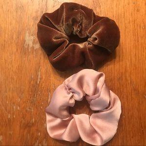 Accessories - 🌻Velvet/Silk scrunchies